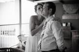 mariée qui fait un bisou à son père