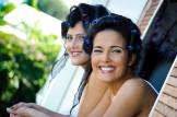 mariée et sa soeur au balcon