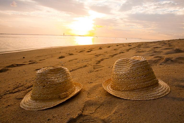 photo chapeaux sur la plage