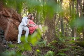Lucie et Yann sur un tronc d