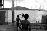 les enfants sur le port