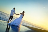 Trash the Dress à la Réunion - mariage au soleil couchant