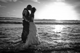 Trash the Dress à la Réunion - mariés les pieds dans l