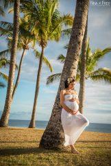 femme enceinte sous les palmiers
