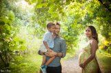 grossesse famille dans la nature