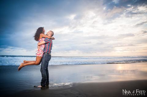 photographie du couple F&D sur la plage