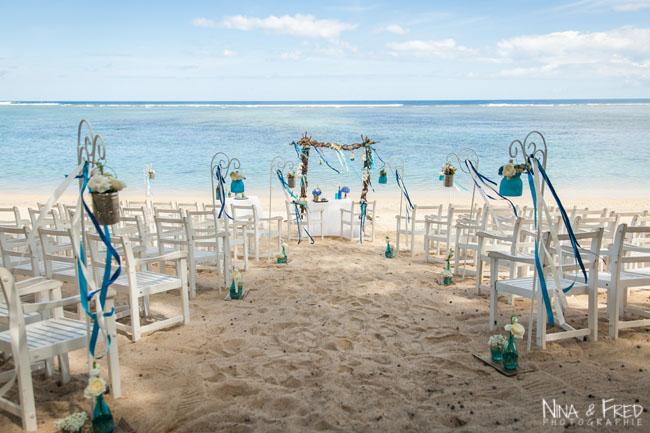 arche et chaises sur la plage S&J