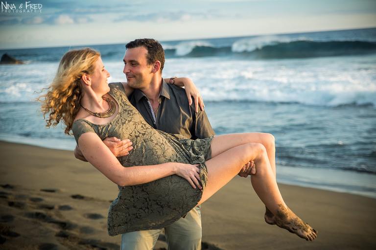 couple sur la plage Réunion P&J