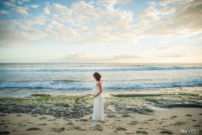 femme enceinte sur la plage A&S