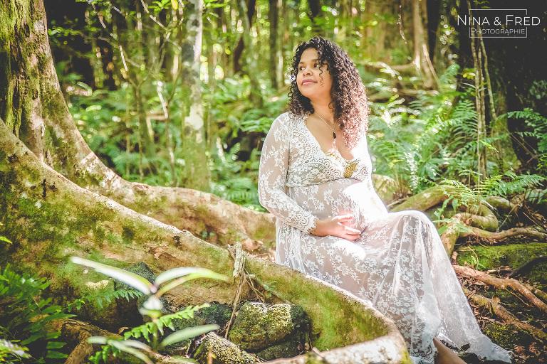 femme enceinte dans la jungle île de la Réunion C&A