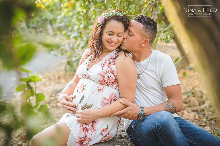 couple grossesse en forêt