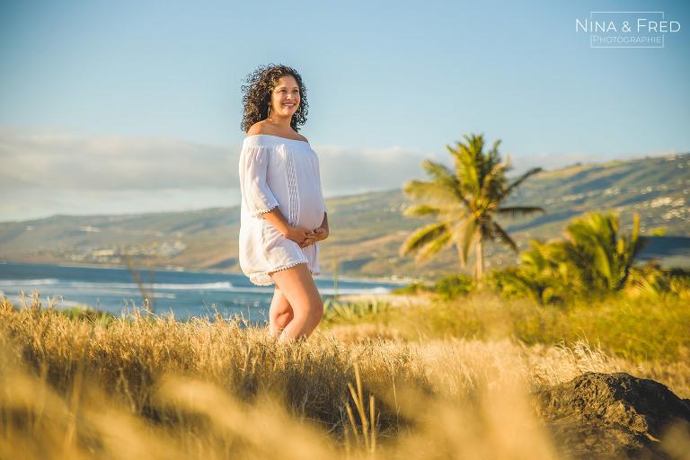 shooting grossesse mer et savane Réunion Ch&Lo