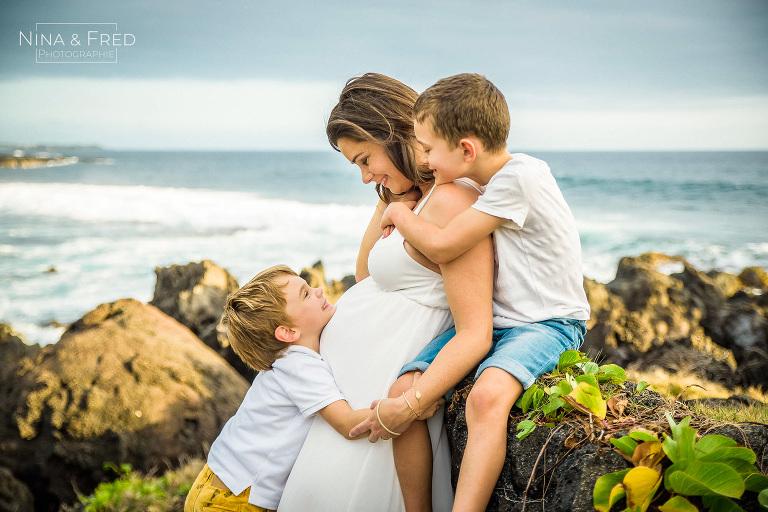 photographie de grossesse avec premiers enfants E&S&L&J