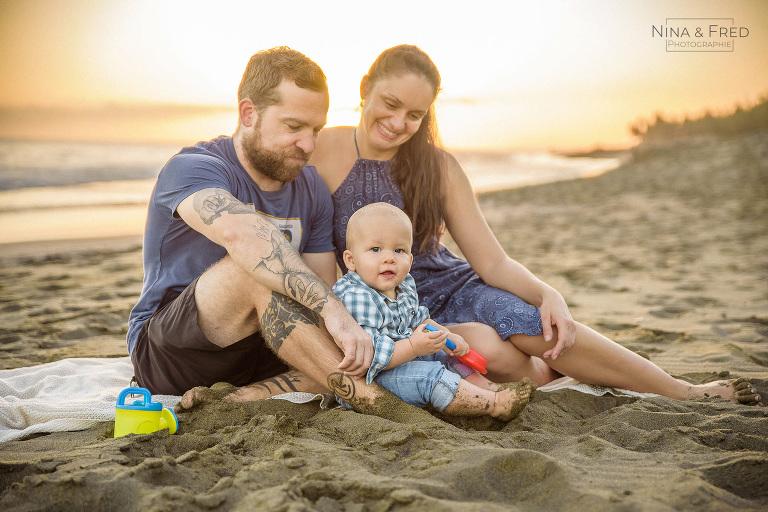 famille à la plage P&K&O