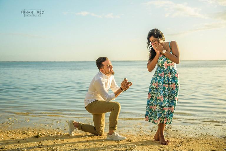 demande en mariage sur la plage Réunion A&R-20
